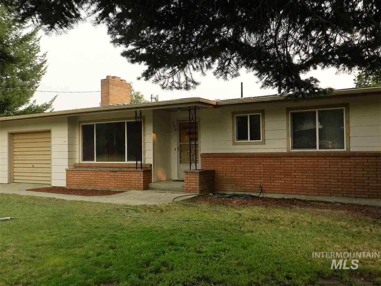 Casa Unifamiliar por un Venta en 233 W Hazel Street 233 W Hazel Street Genesee, Idaho 83832