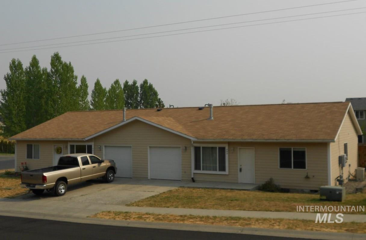 495/497 Pleasant Place, Moscow, ID 83843