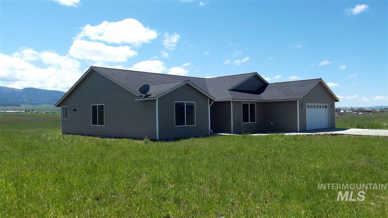 Casa Unifamiliar por un Venta en 128 Meadow Grass Loop Road 128 Meadow Grass Loop Road Grangeville, Idaho 83530
