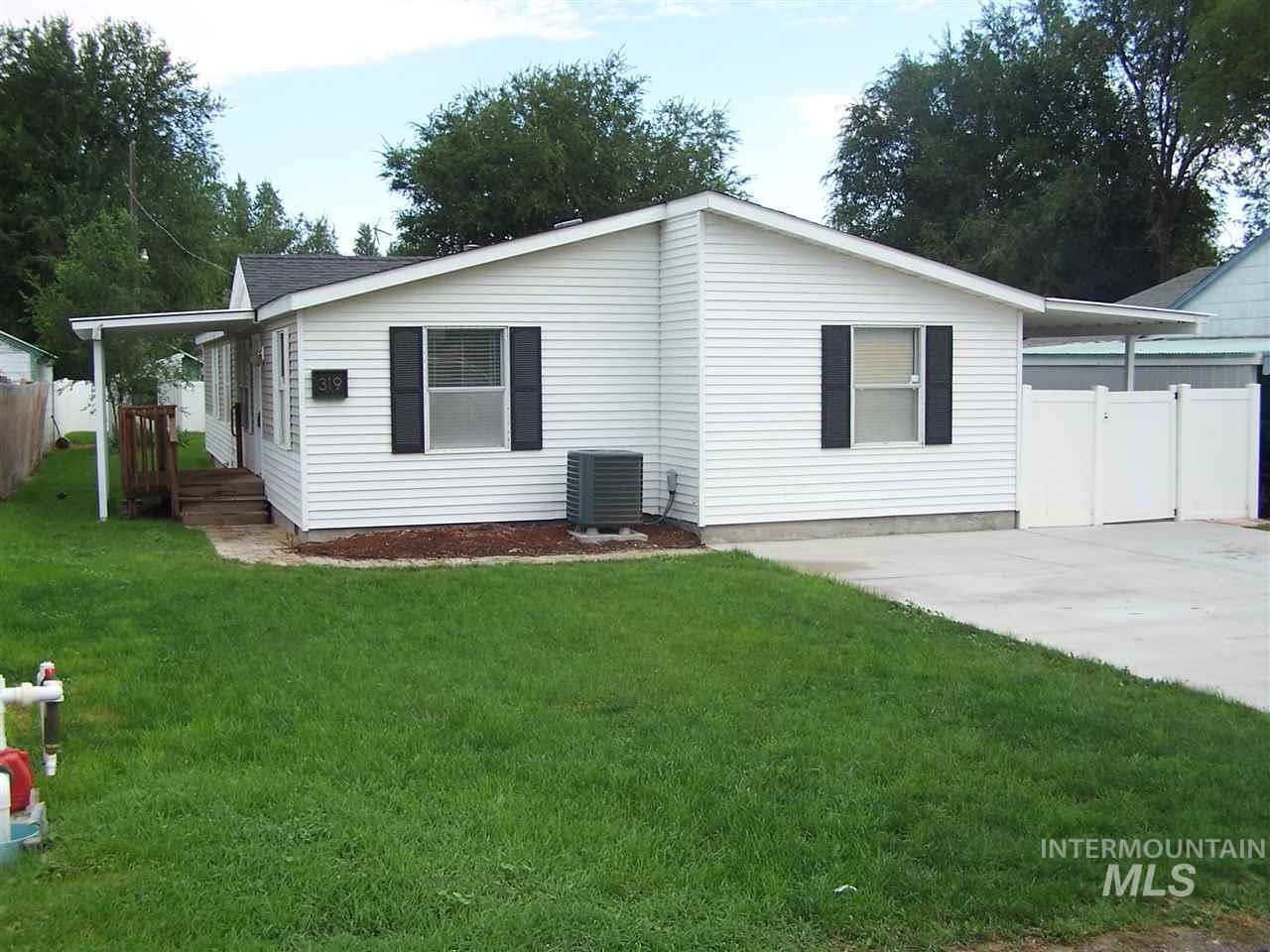 Single Family Home for Sale at 319 2nd 319 2nd Hazelton, Idaho 83335