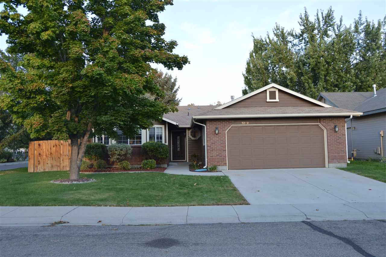 5292 N Candlestick Ave,Boise,Idaho 83713,3 Bedrooms Bedrooms,2 BathroomsBathrooms,Residential,5292 N Candlestick Ave,98670155