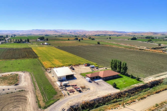 Granja por un Venta en 2377 Succor Creek Road 2377 Succor Creek Road Homedale, Idaho 83628