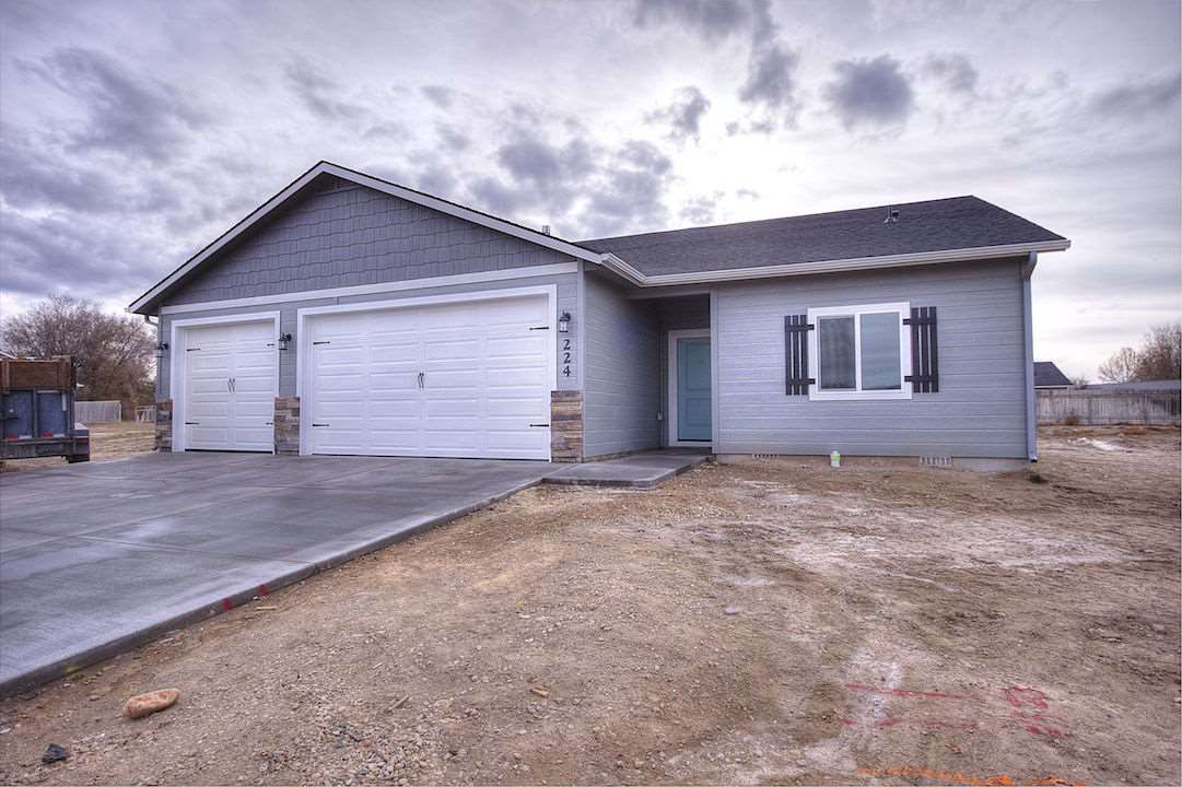 Single Family Home for Sale at 211 Union Pacific 211 Union Pacific Homedale, Idaho 83628