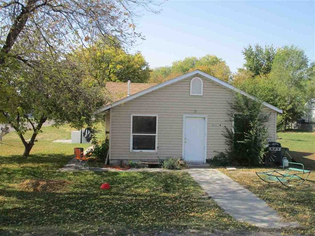 独户住宅 为 销售 在 2001 N STREET 2001 N STREET Heyburn, 爱达荷州 83318