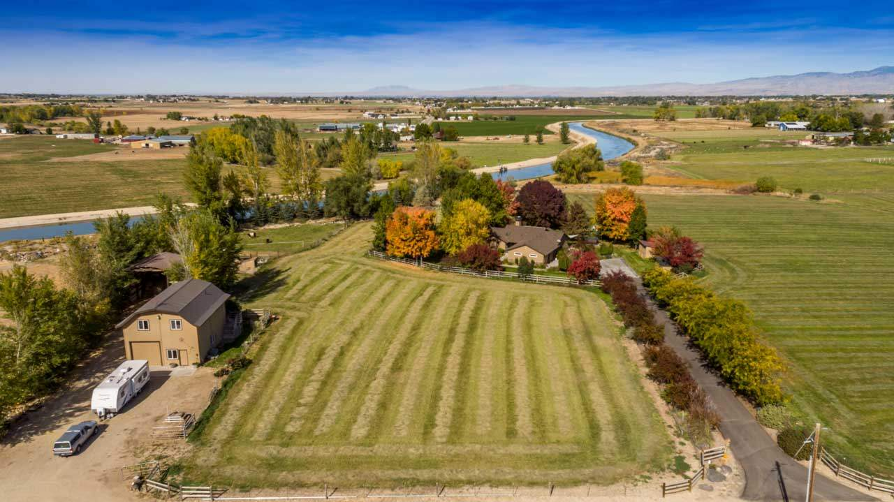Single Family Home for Sale at 5680 E Cutting Horse Lane 5680 E Cutting Horse Lane Kuna, Idaho 83634