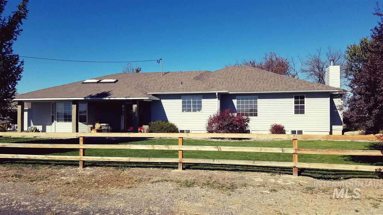 Single Family Home for Sale at 798 E 1950 South 798 E 1950 South Bliss, Idaho 83314