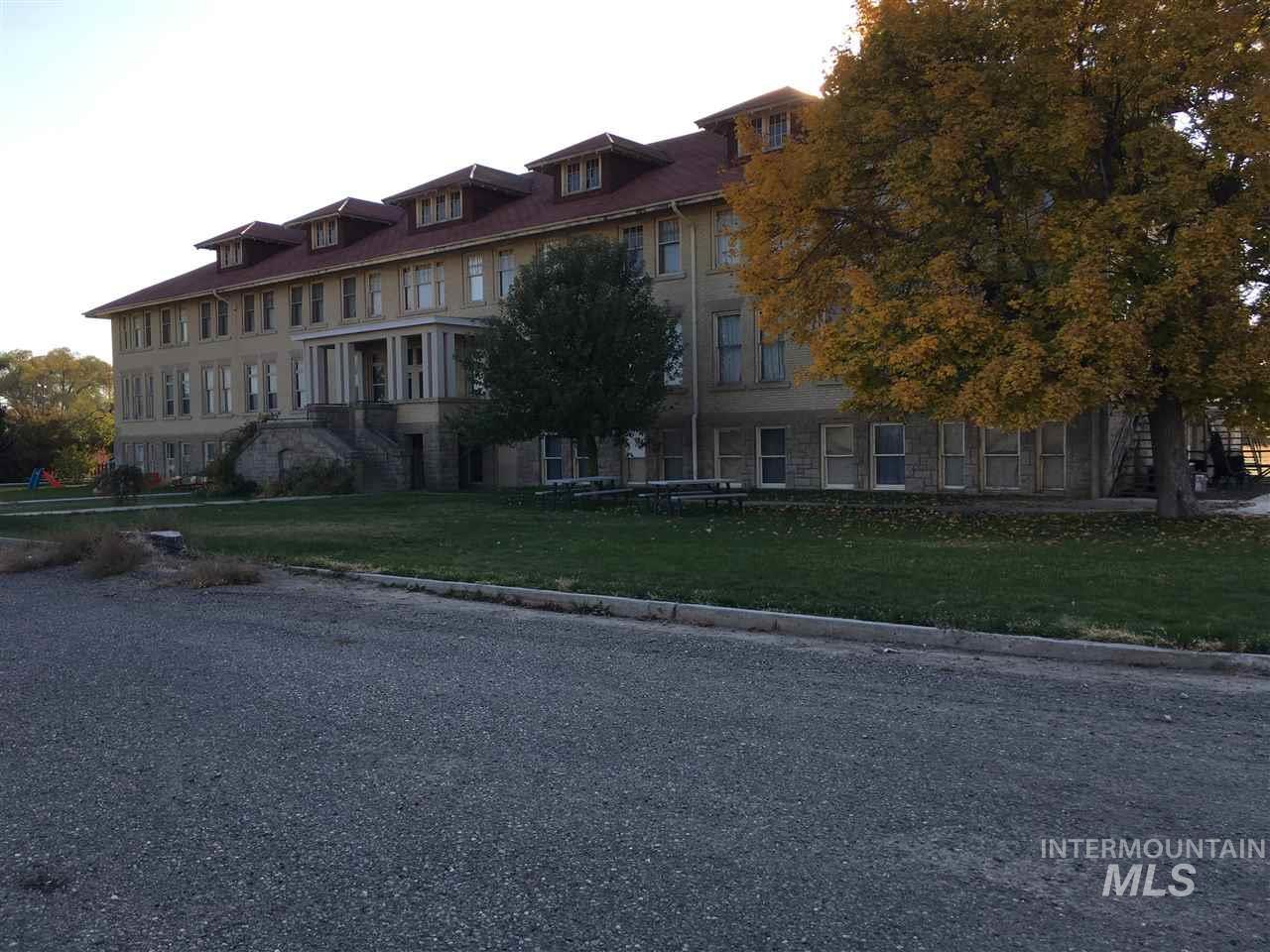 Hotel / Motel por un Venta en 301 University Avenue 301 University Avenue Gooding, Idaho 83330
