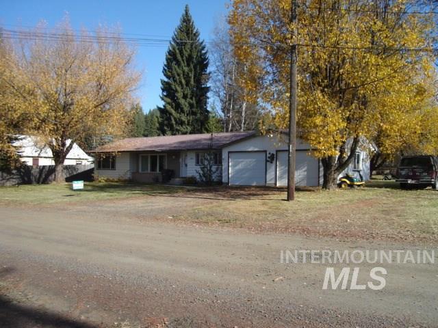 Casa Unifamiliar por un Venta en 206 5th Avenue 206 5th Avenue Bovill, Idaho 83806