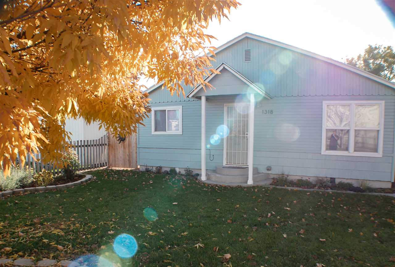 1318 E Chicago Street,Caldwell,Idaho 83605-4310,2 Bedrooms Bedrooms,1 BathroomBathrooms,Residential,1318 E Chicago Street,98674522