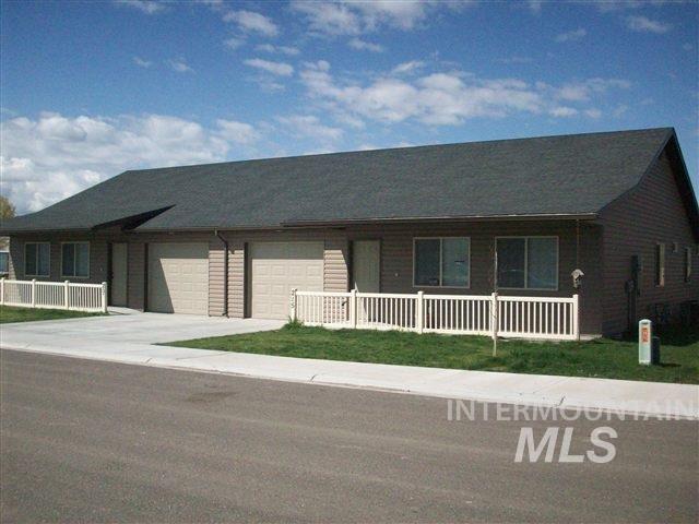 Dúplex por un Venta en 205-215 Little Cedar Street 205-215 Little Cedar Street Hansen, Idaho 83334