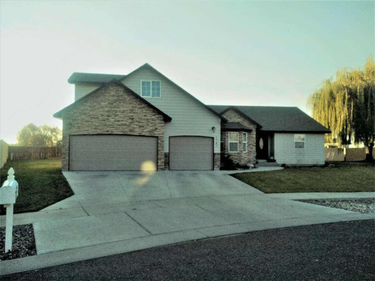 1747 HICKORY AVE,Fruitland,Idaho 83619,3 Bedrooms Bedrooms,2 BathroomsBathrooms,Residential,1747 HICKORY AVE,98674930
