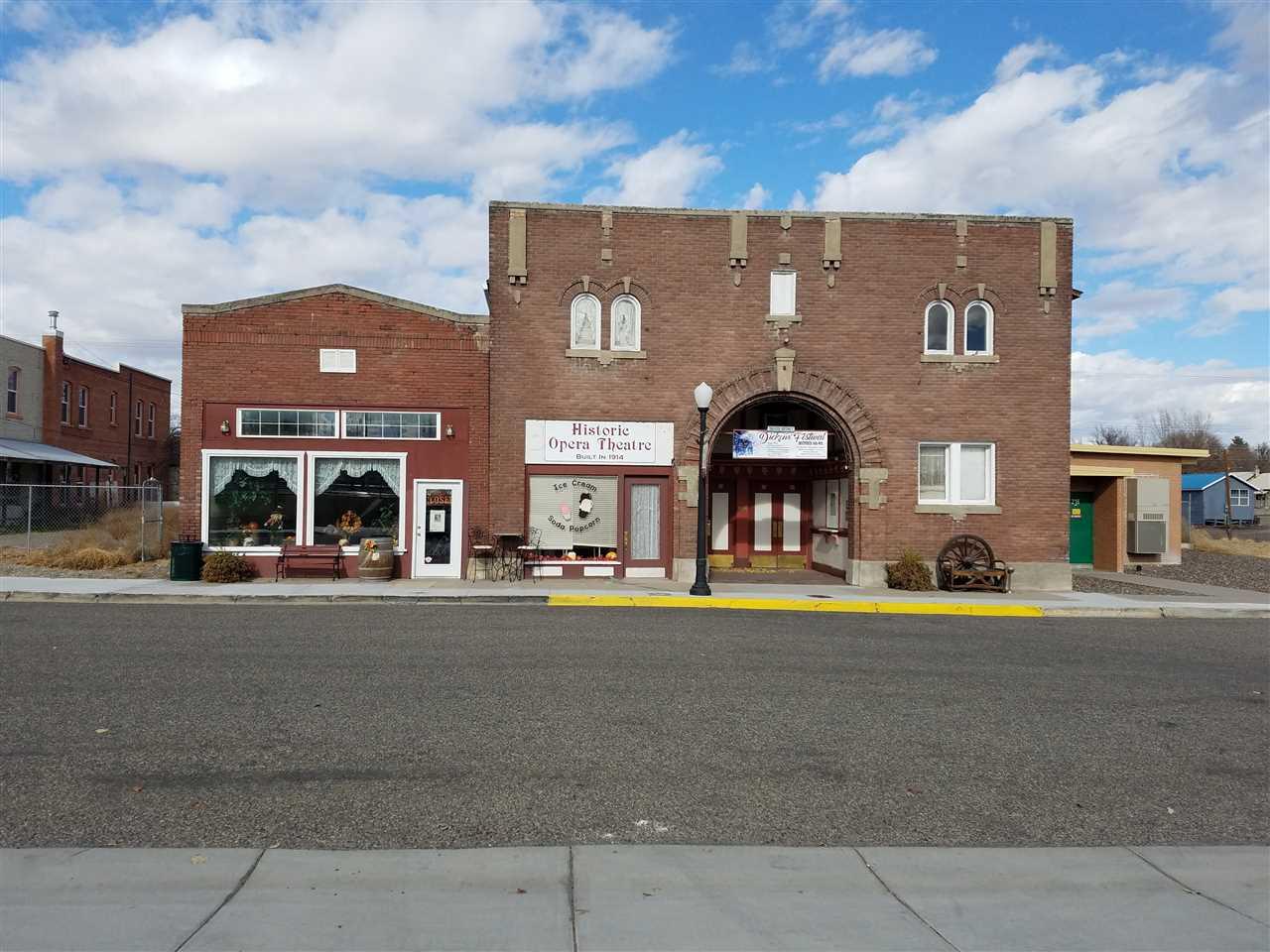 Oportunidad de negocio por un Venta en 148 E Idaho Avenue 148 E Idaho Avenue Glenns Ferry, Idaho 83623
