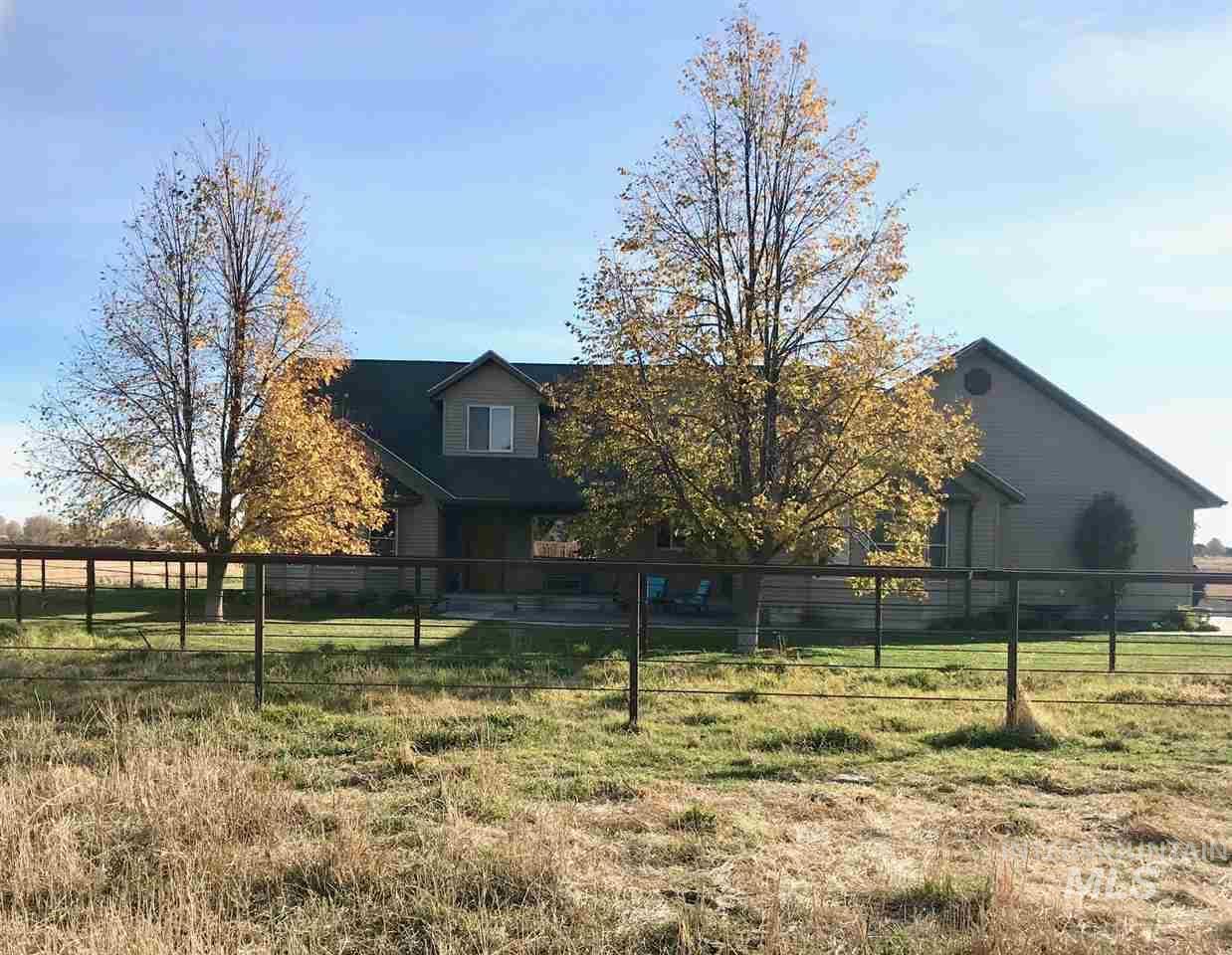 Casa Unifamiliar por un Venta en 1844 Elmwood Road 1844 Elmwood Road Gooding, Idaho 83330