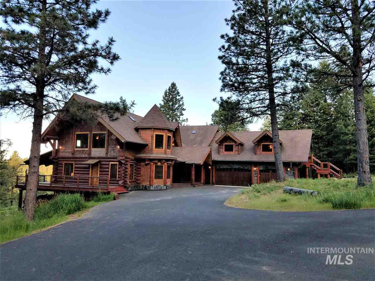 Single Family Home for Sale at 1050 Greenview Lane 1050 Greenview Lane Moscow, Idaho 83843