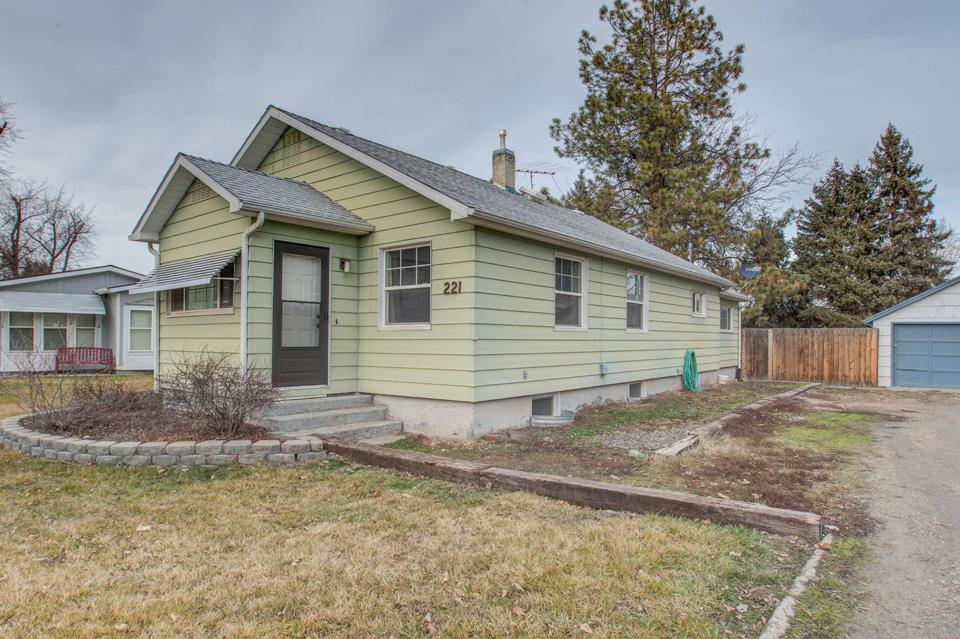 Single Family Home for Sale at 221 S West Blvd 221 S West Blvd New Plymouth, Idaho 83655