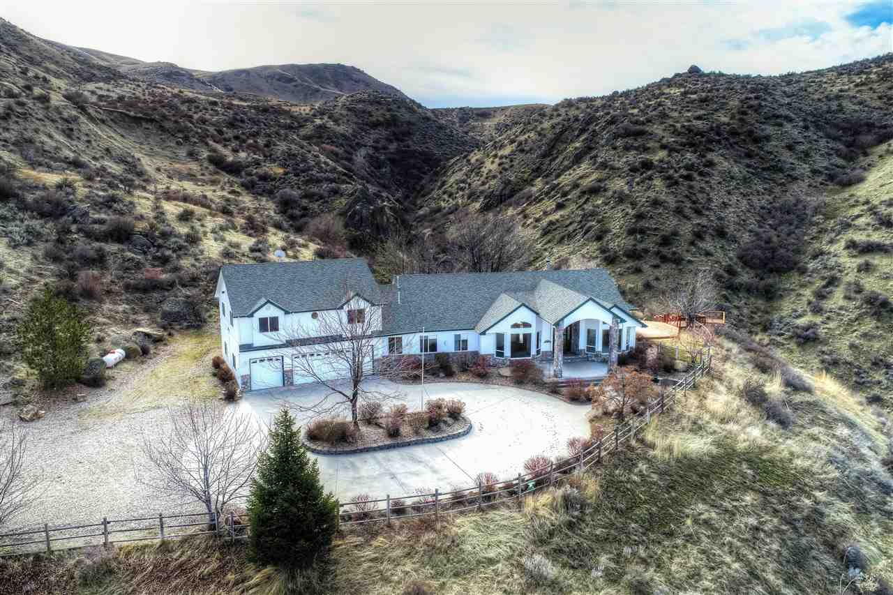 Single Family Home for Sale at 7 Spring Creek Road 7 Spring Creek Road Horseshoe Bend, Idaho 83629