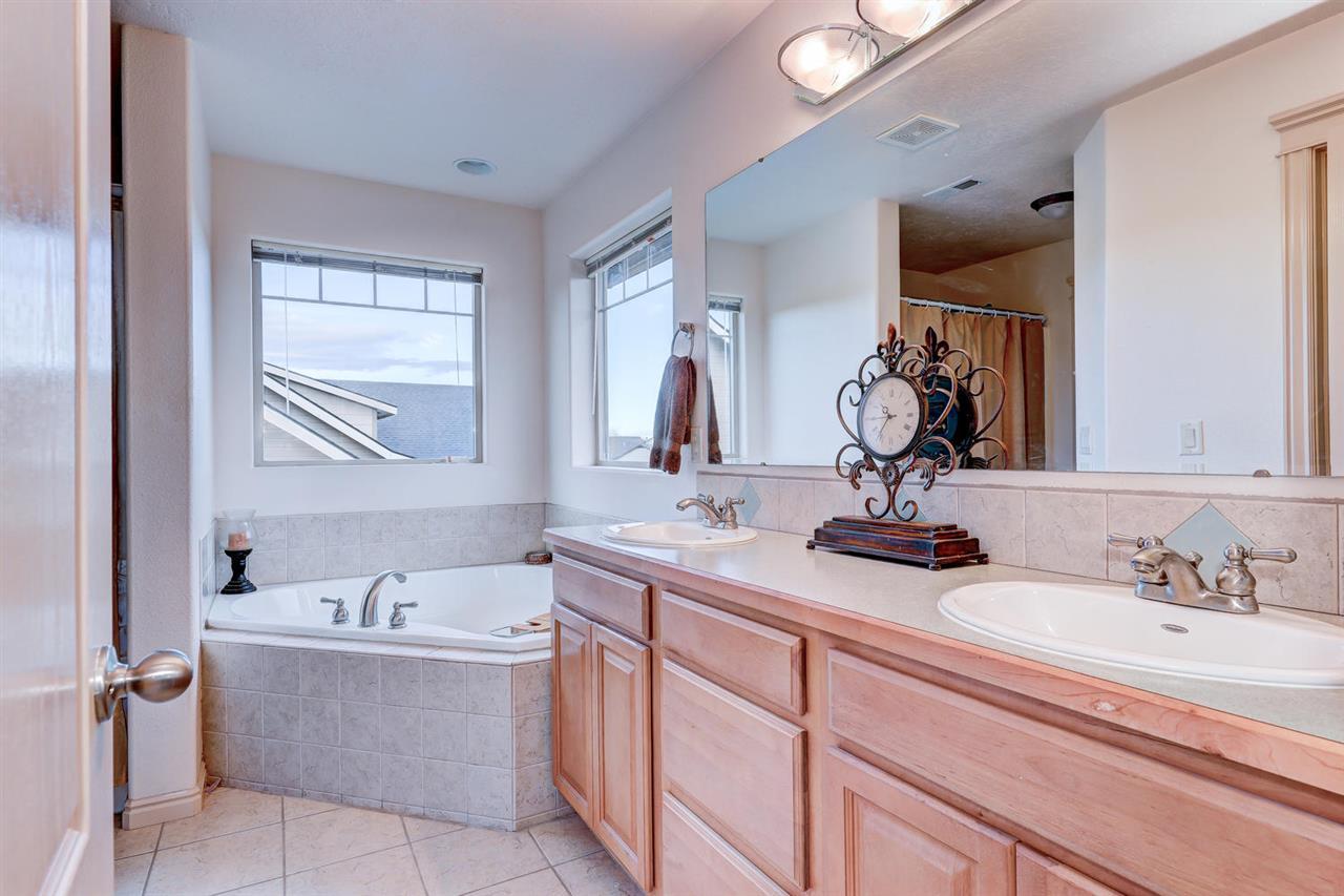 633 N Saddlebrook Way,Star,Idaho 83669,4 Bedrooms Bedrooms,2.5 BathroomsBathrooms,Residential,633 N Saddlebrook Way,98682103