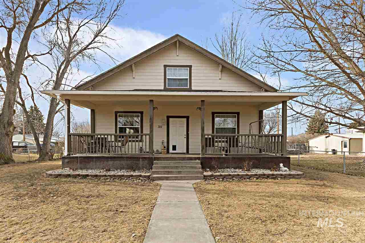 Single Family Home for Sale at 311 W C Street 311 W C Street Shoshone, Idaho 83352