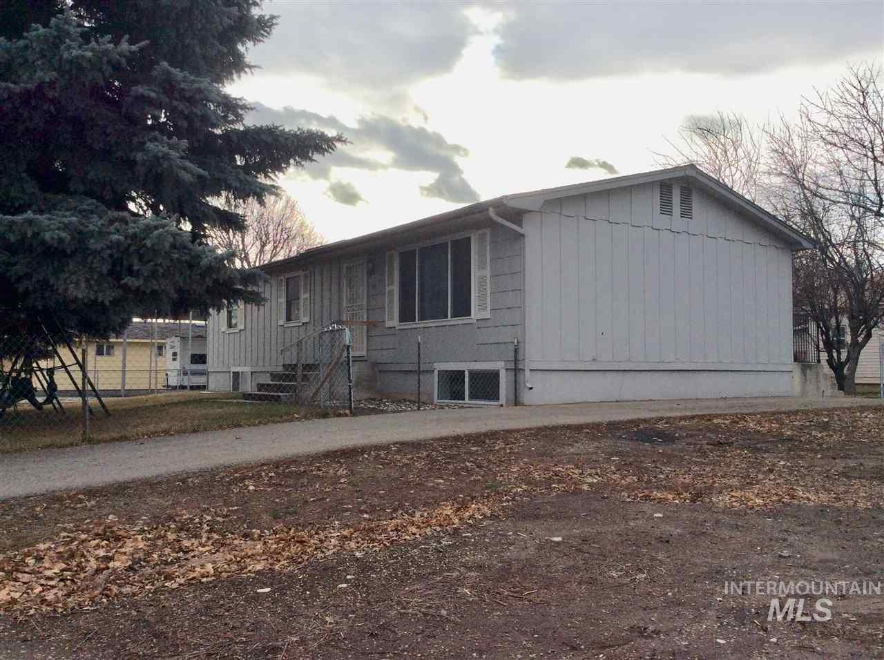 Single Family Home for Sale at 315 N Alta Street 315 N Alta Street Shoshone, Idaho 83352