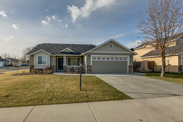 4907 W Pinestone,Meridian,Idaho 83646,4 Bedrooms Bedrooms,2 BathroomsBathrooms,Residential,4907 W Pinestone,98685786