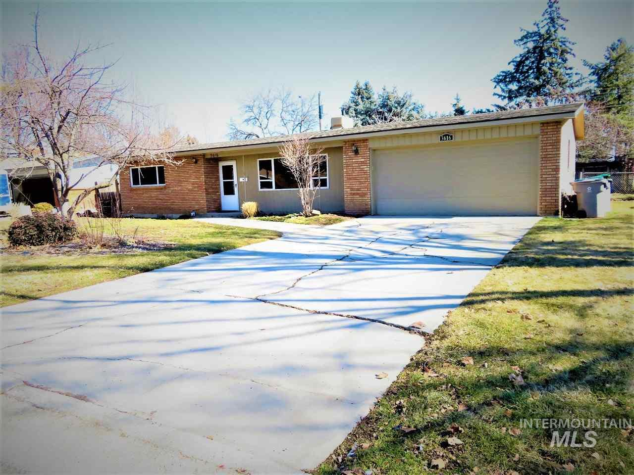 3616 N Cabarton Ln, Boise, Idaho 83704, 3 Bedrooms, 2 Bathrooms, Rental For Rent, Price $1,600, 98717610