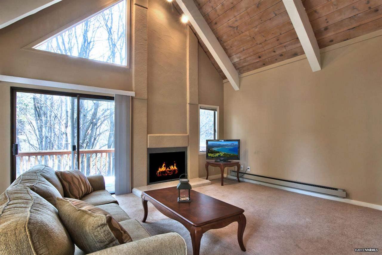 共管式独立产权公寓 为 销售 在 989 Tahoe Blvd ,Washoe Incline Village, 内华达州 89451 美国