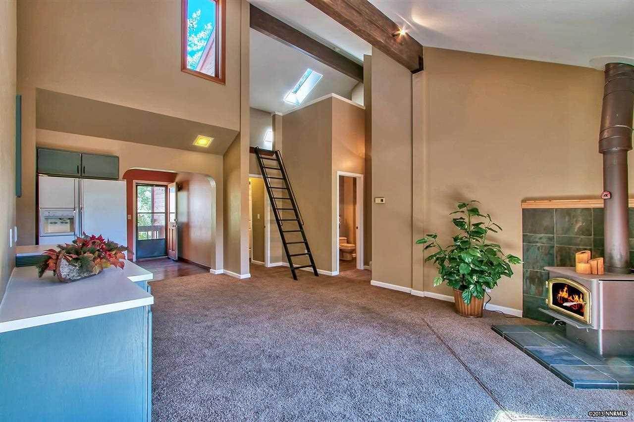 共管式独立产权公寓 为 销售 在 945 Divot Court #3 ,Washoe 945 Divot Court #3 Incline Village, 内华达州 89451 美国