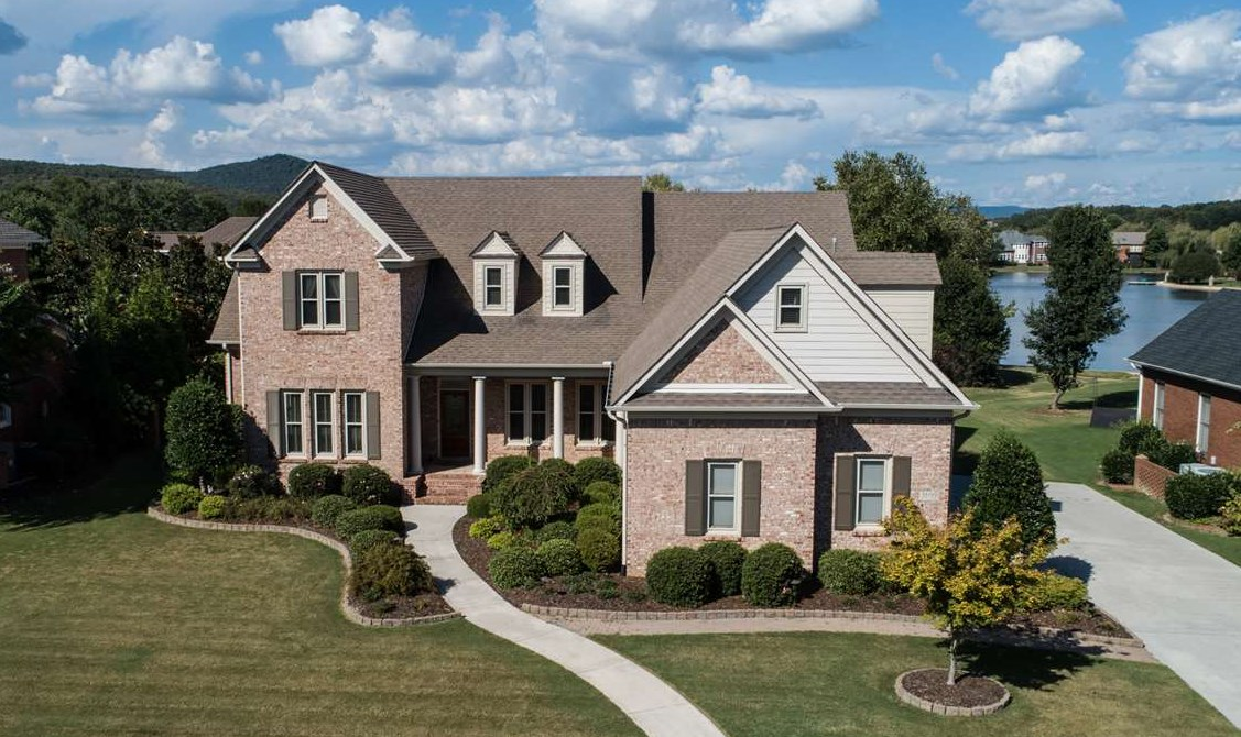Nestled in the cove with mountain views - come home to Hampton Cove!