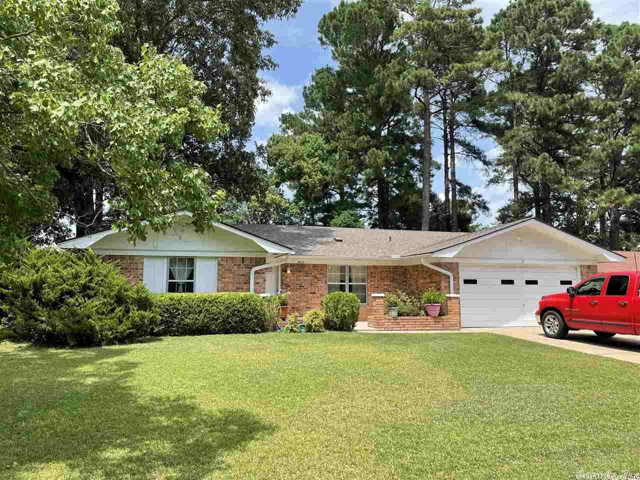 1403 Silver Fox Lane, Pine Bluff, AR 71603