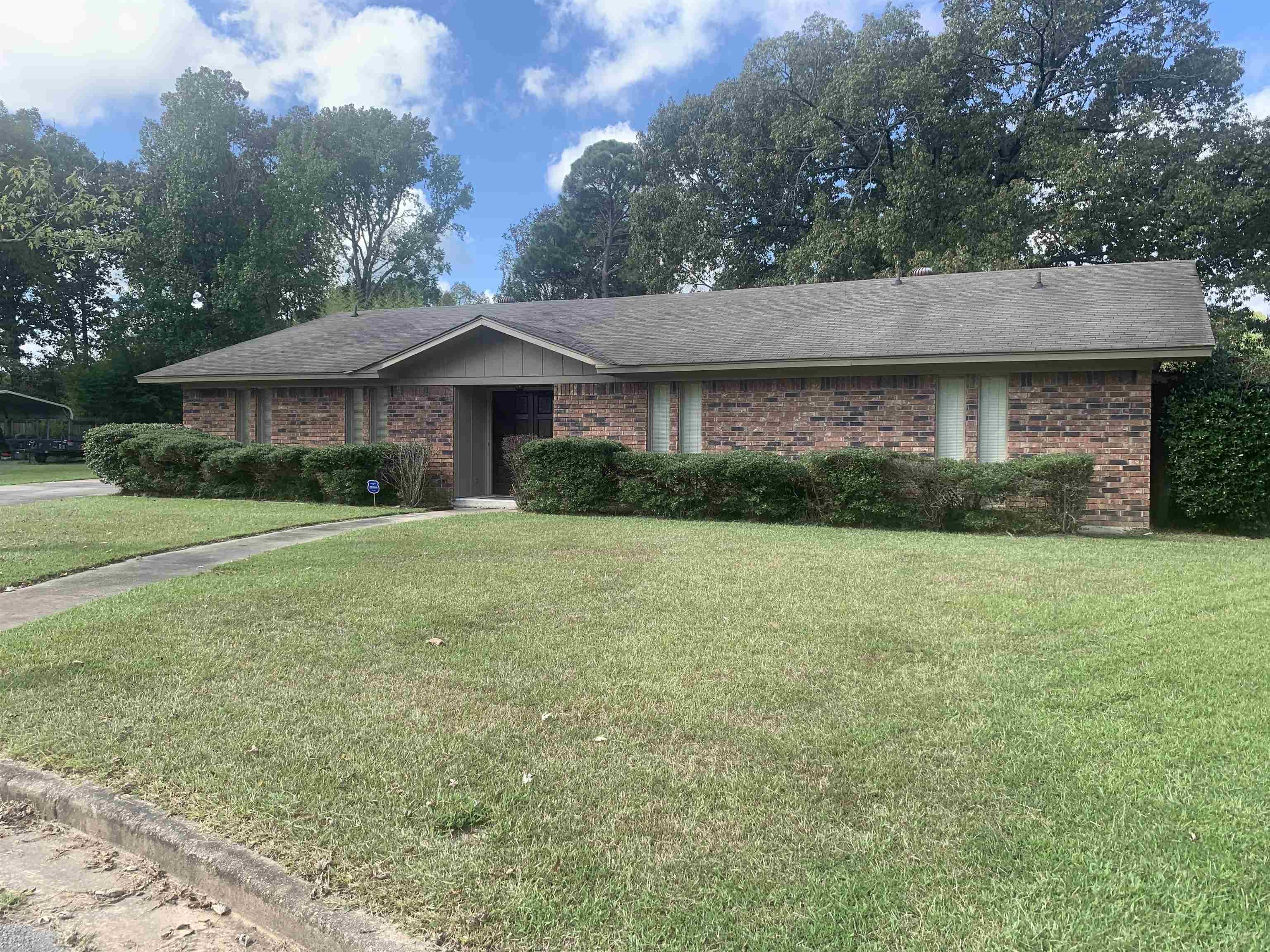 10 Lakewood Lane, Pine Bluff, AR 71602