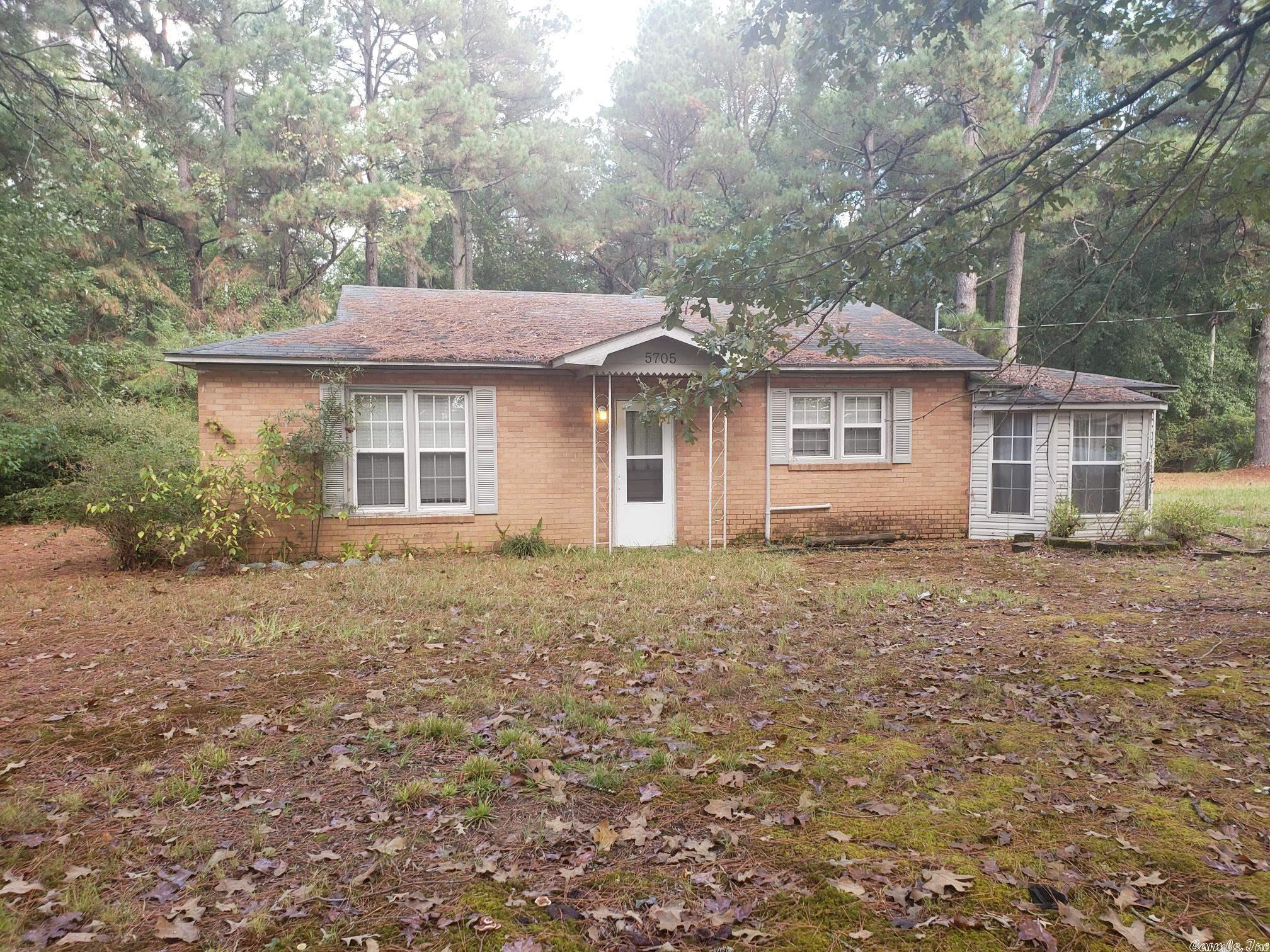 5705 Greenway Drive, Pine Bluff, AR 71603