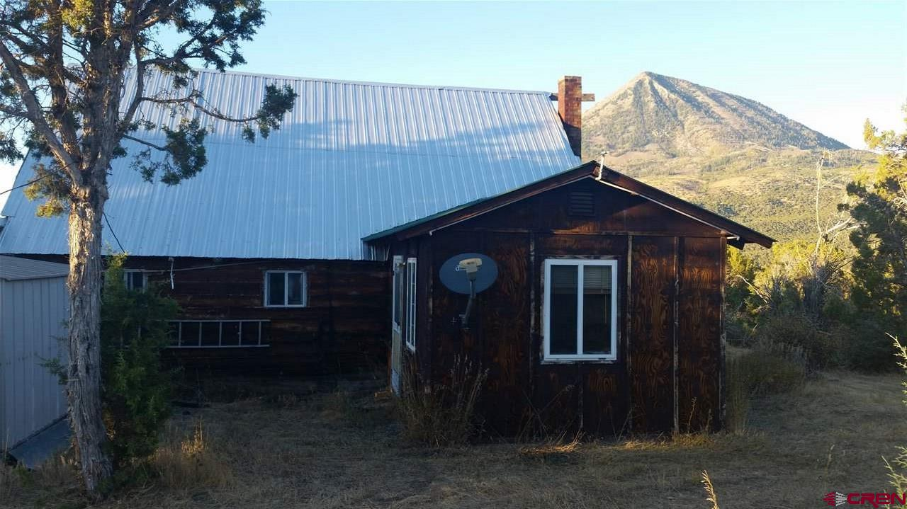Rustic A-Frame log home on 3 acres bordering BLM. Views of Landsend, Indian Head, Coal mountain, and Needlerock. Newer Shop/Garage, wood storage. This property would be a great hunting or vacation get away.