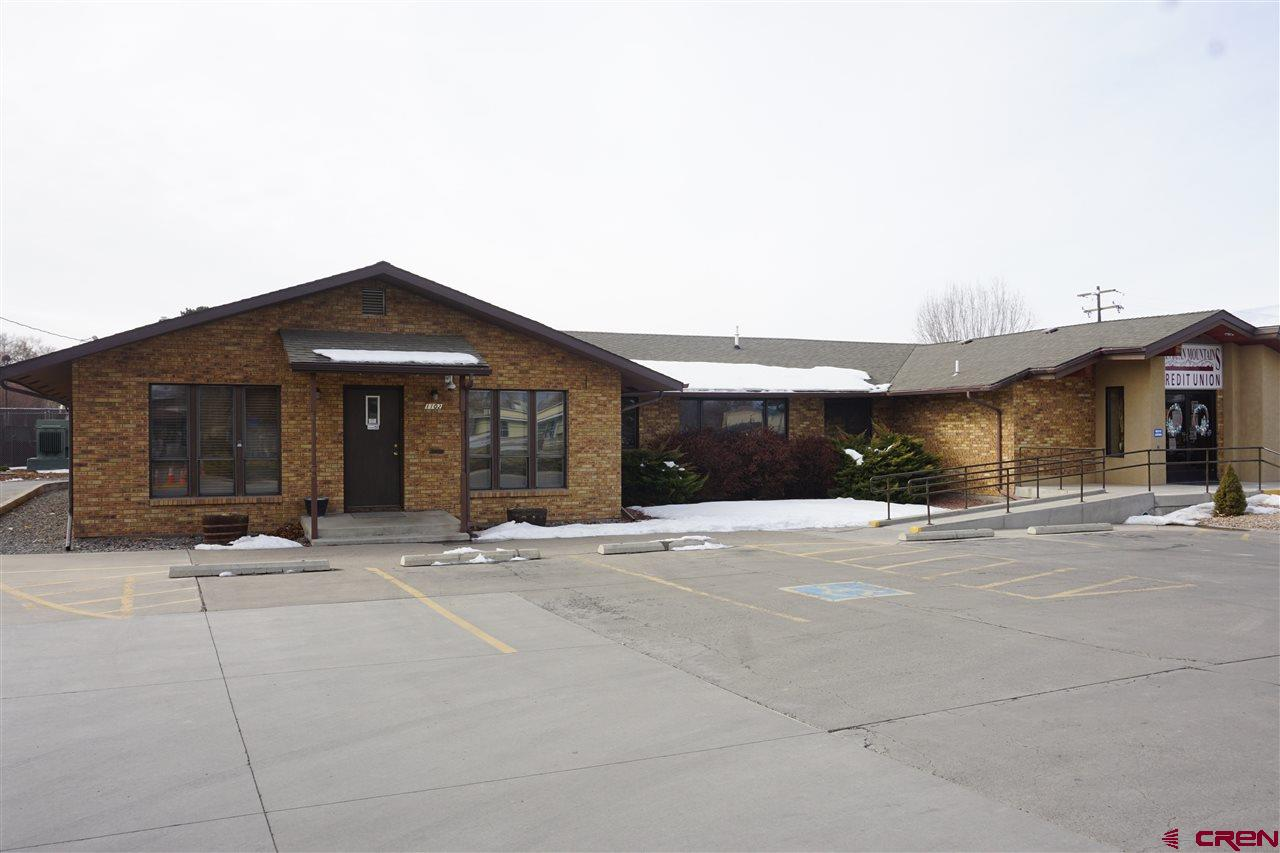 This well cared for property is currently being used as a credit union but due to its large size, multiple offices, reception area, four 1/2 bathrooms and ample parking, there are many other potential uses.  Coworking spaces, Meet Up venue, real estate company, day care facility????