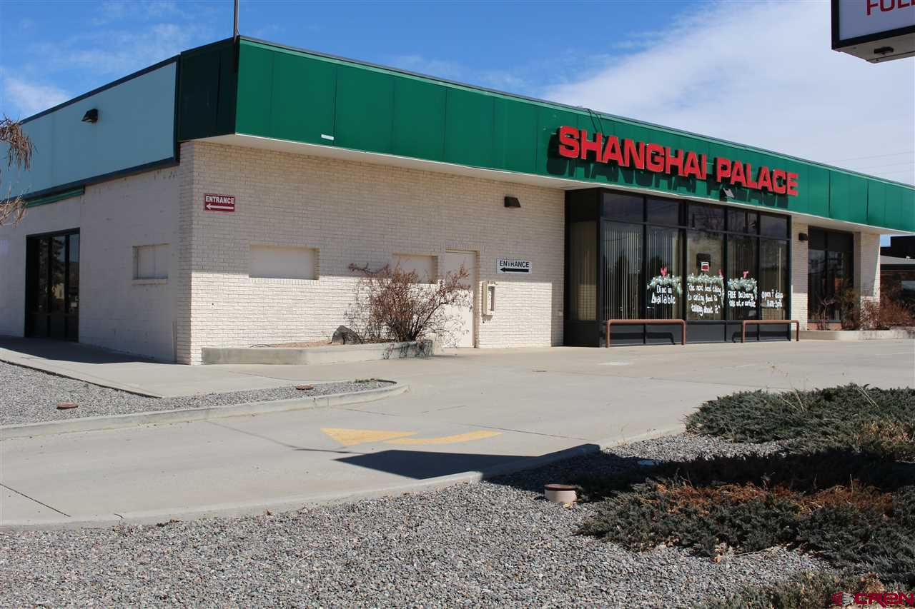 Commercial building for sale or lease. Lease is NNN. Previously the Dragon Wall Buffet. 7338 Sq Ft with paved parking on a large corner lot.