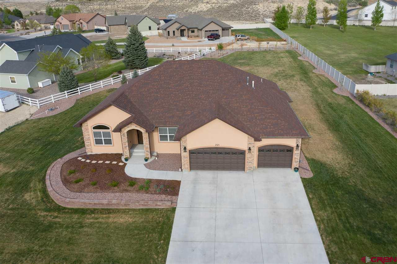 Elegance meets functionality. Come take a look at this custom built 4-bedroom 2-bathroom home. Situated on over half an acre this home has all the amenities you desire! Split floor plan offers the privacy you need! Kitchen offers top of the line lg appliances, granite counters and even a built-in wine chiller. Oversized Master offers a fantastic walk in closet with built ins. Master bath features a double vanity and separate bath and walk in shower. Come take a peek because this house won't be available long!