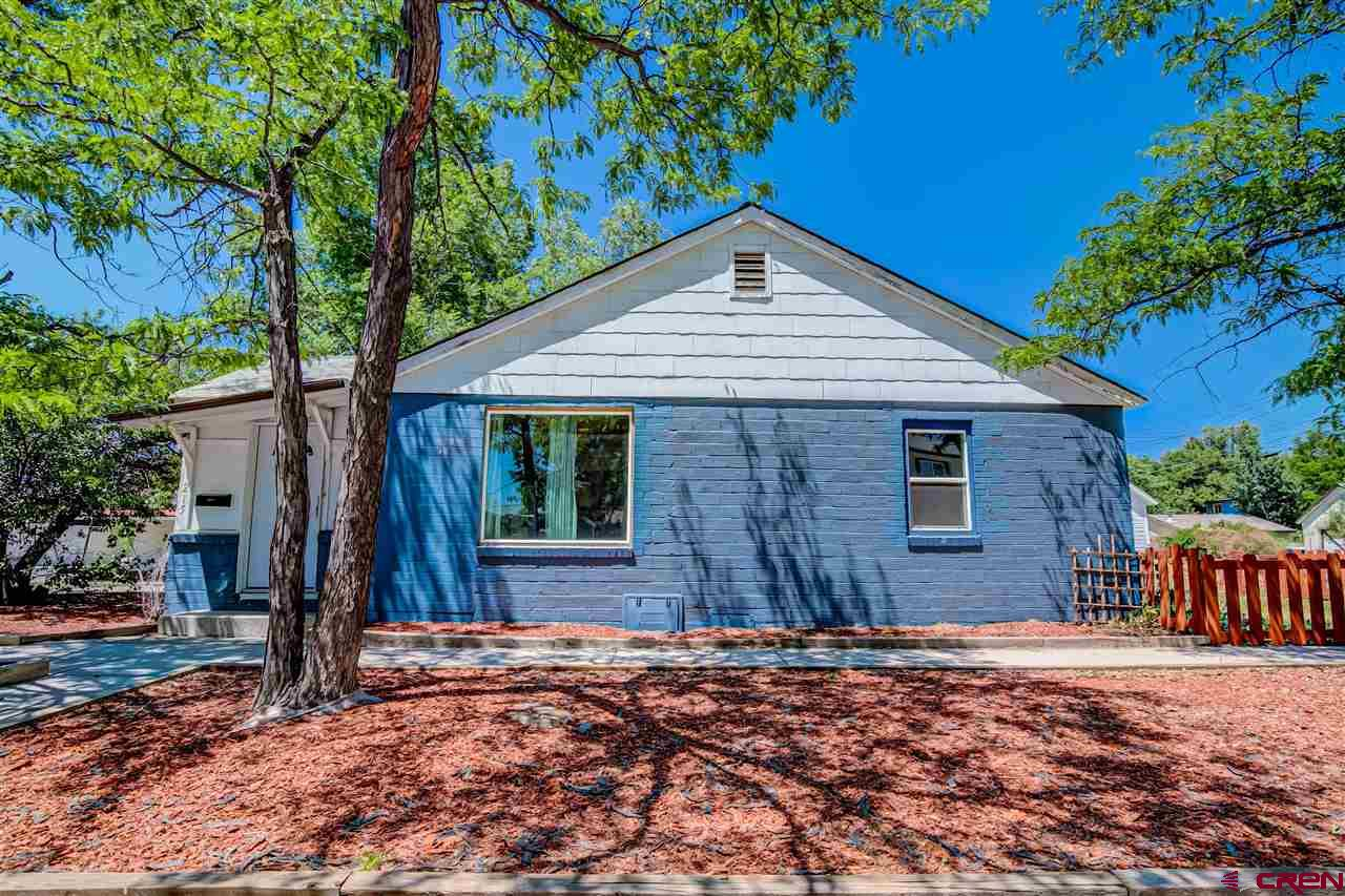 Charming, corner lot home in the heart of Delta. Minutes from downtown, schools and hospital. Currently used as an AirBNB for the hospital. New flooring, newer appliances, updated bathroom and tile work. Don't miss this adorable house! Ready for new owners or perfect AirBNB.