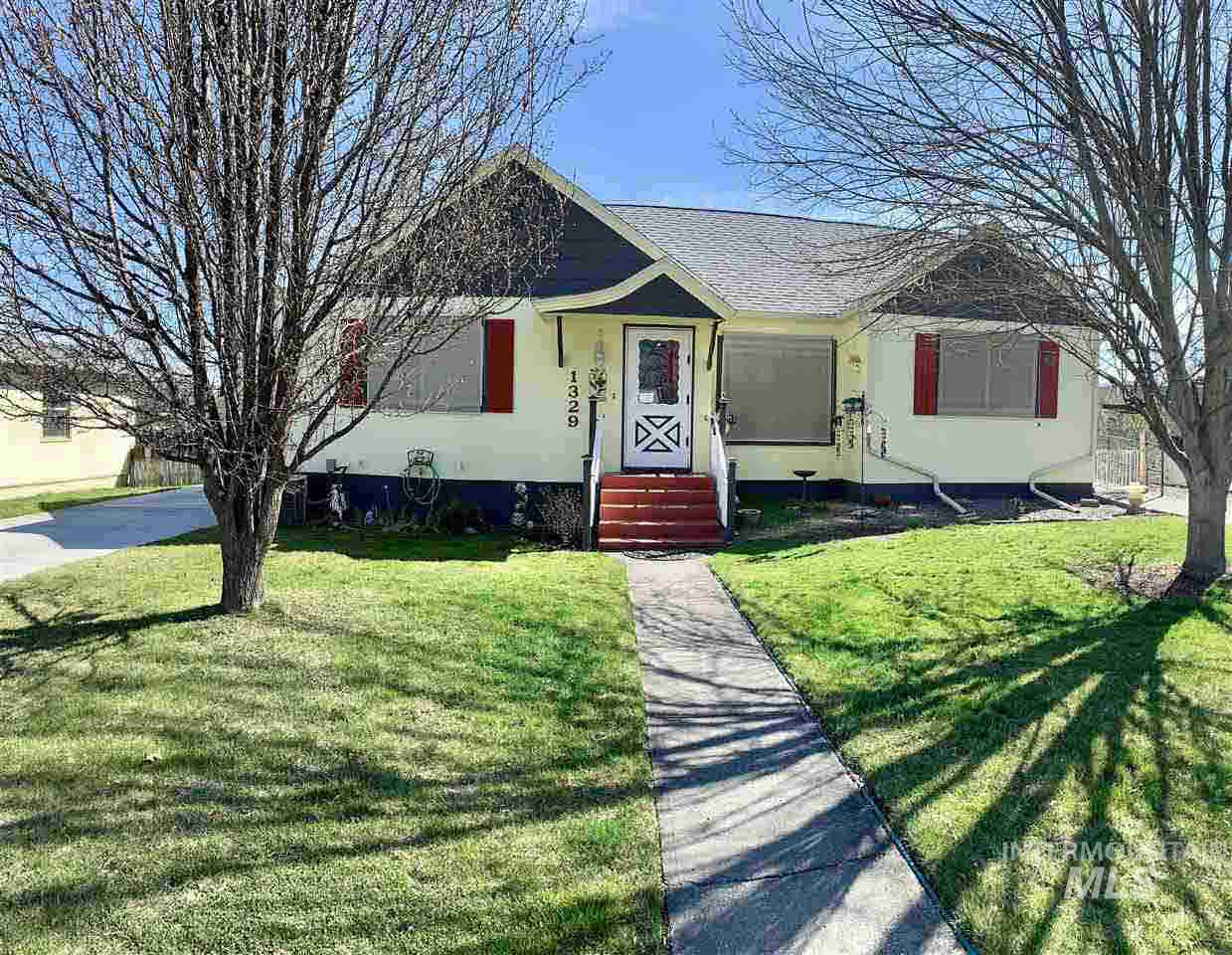 1329 5th St, Clarkston, Washington 99403, 5 Bedrooms, 3 Bathrooms, Residential For Sale, Price $189,500, 314739