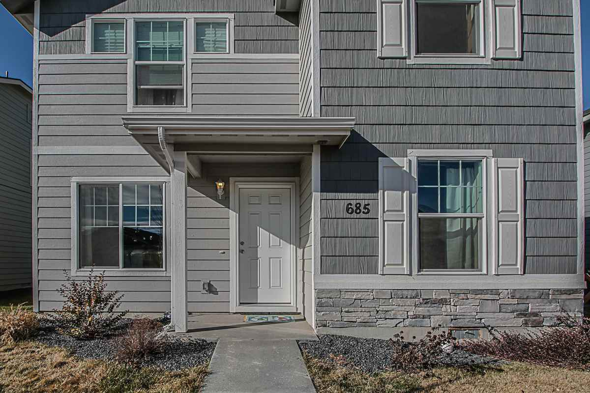 This beautiful 3 bedroom, 2.5 bath home boosts the country feel with the comfort of a neighborhood. With easy access to I-84, whether heading to downtown Boise or Nampa, you will be there in no time! Enjoy the comfort of this patio home that ensures you won't need to spend your summer maintaining a large yard. The community provides a playset.