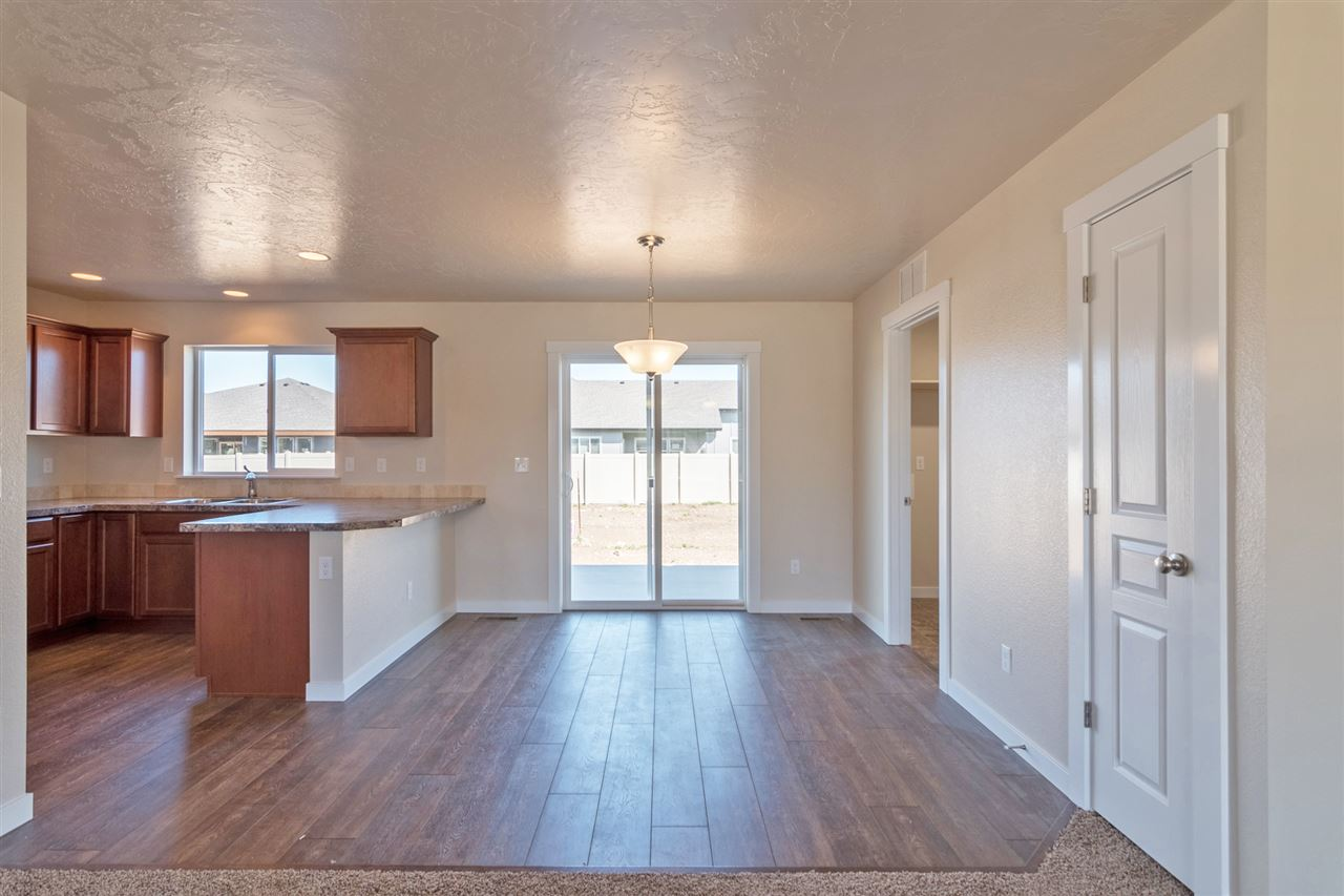3660 S Fork Ave.,Nampa,Idaho 83686,4 Bedrooms Bedrooms,2.5 BathroomsBathrooms,Residential,3660 S Fork Ave.,98682226