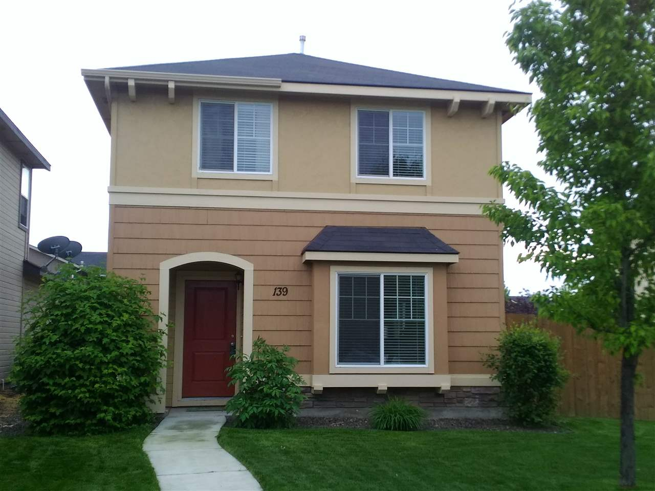 139 W LAVA FALLS DR,Meridian,Idaho 83646-5705,3 Bedrooms Bedrooms,2.5 BathroomsBathrooms,Residential,139 W LAVA FALLS DR,98692413