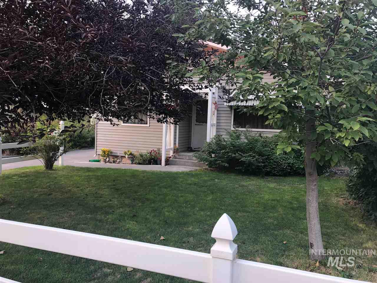 820 N 11th Ave, Buhl, Idaho 83316, 2 Bedrooms Bedrooms, ,2 BathroomsBathrooms,Residential,For Sale,820 N 11th Ave,98704201