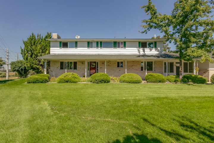 Views,views,views!  You will love the amazing views at this well kept, established home on a ridge. No CCR's allow you to do as you will on this over an acre property. With 3600 sq feet there is room for everyone!   Come take a look for yourself and fall in love.