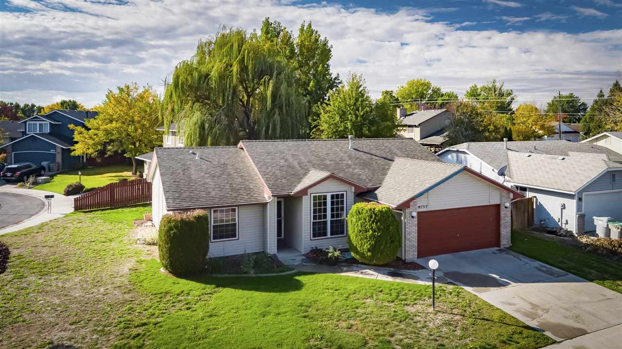 9757 W Cascade St, Boise, Idaho 83704, 3 Bedrooms Bedrooms, ,2 BathroomsBathrooms,Residential,For Sale,9757 W Cascade St,98709286