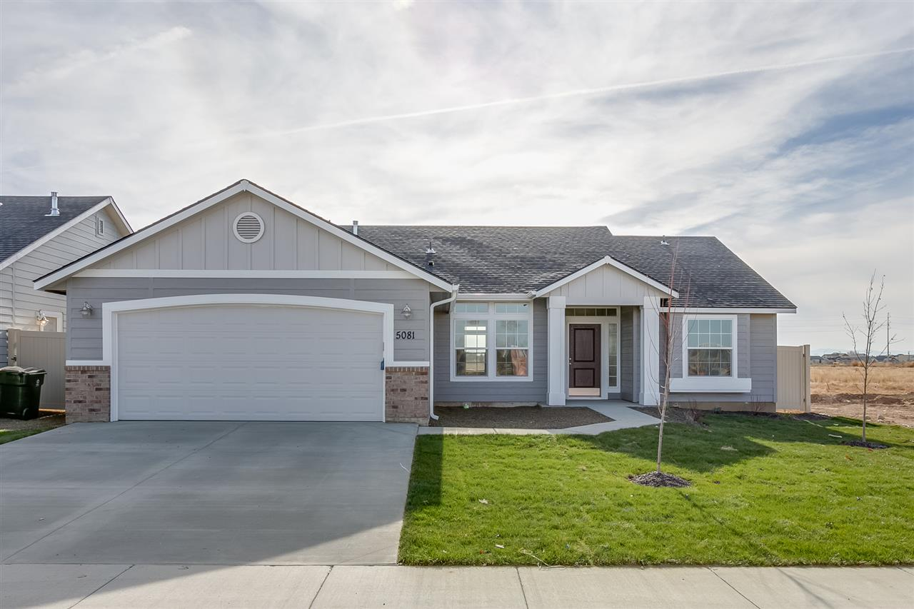 Enjoy the benefits of a single-level, split-bedroom floor plan in the Kincaid 1600. With a formal dining room, large living room with airy 9' ceilings, breakfast nook, and functional kitchen this home has it all! Price includes 4th bedroom, dual vanity, stainless appliances, vinyl floors, granite, and more. RCE-923.