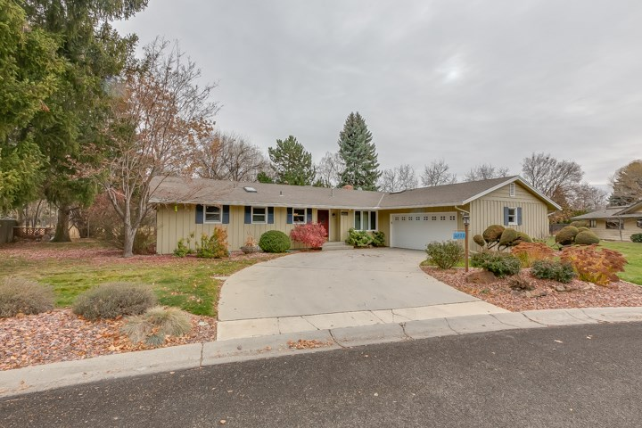 This beautiful ranch style home with mid century flair is located on the central rim. Kitchen features granite counters and a custom built Viking gas range with butcher block and heat lamp. The backyard is an entertainer's delight with a custom stone patio, a built in wood pellet Memphis BBQ, a fenced garden area, and no backyard neighbors! Other features include whole house sound wiring, central vac, cedar siding, hickory floors, whole house humidifier, a double sided fireplace and many more. A must see!