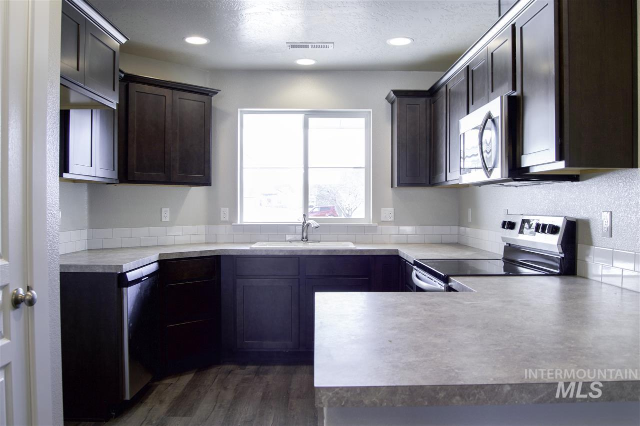 Welcome to the Crossfield Townhomes in beautiful Meridian, Idaho. This single level plan makes life easy with a great room design. Price includes traditional elevation, upgraded cabinets, vaulted great room, full sod and sprinklers, stainless appliances, craftsman interior trim, vinyl floors, and many more features. RCE-923