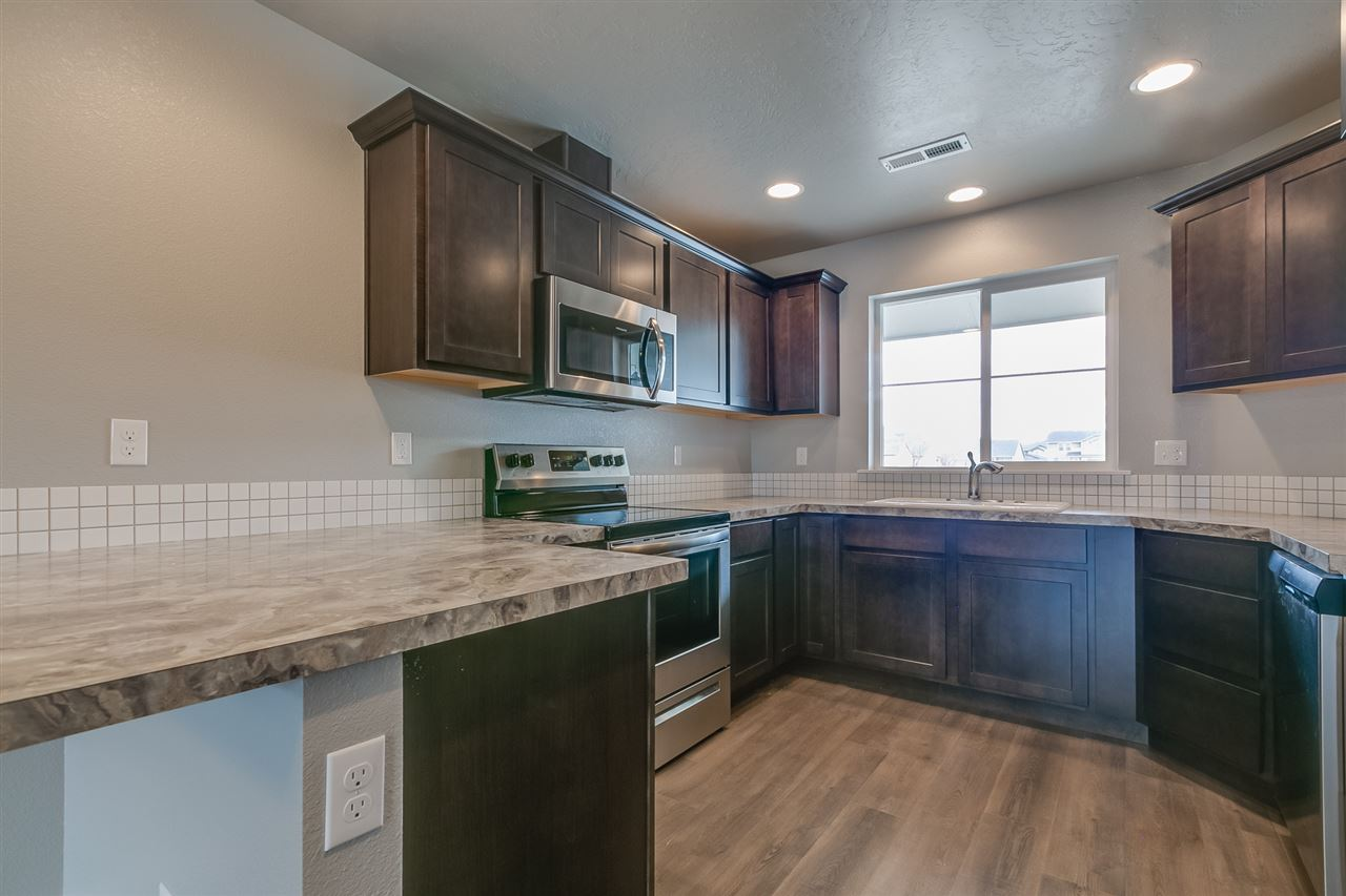 Welcome to the Crossfield Townhomes in beautiful Meridian, Idaho. This single level plan makes life easy with a great room design. Price includestraditional elevation, upgraded cabinets, vaulted great room, full sod and sprinklers, stainless appliances, craftsman interior trim, vinyl floors, and many more features. RCE-923