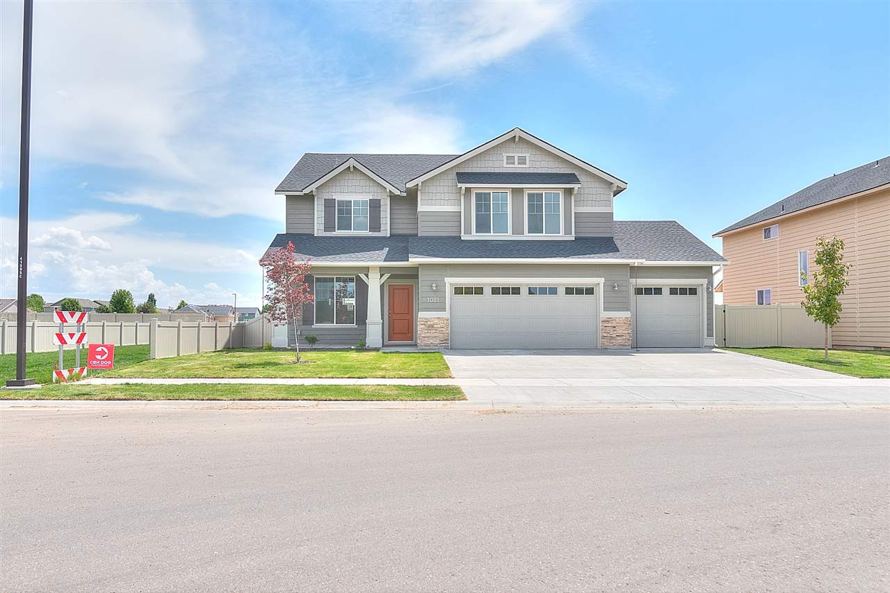 The Sundance 2710 gives you all the room you need. The main level boasts formal living and dining, with a large family room off the kitchen. Price includes 3rd bay, vinyl floors, tech desk, upgraded cabinets, dual vanity, stainless appliances, and many more features. RCE-923