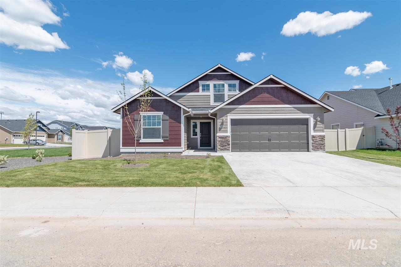 Come check out the Capri Bonus 1848 with great room style kitchen and living room, plenty of space, windows and light, and an eat in nook with outdoor access. Price includes upgraded cabinets, craftsman interior trim, dual vanity, stainless appliances, vinyl floors, and many more features. RCE-923
