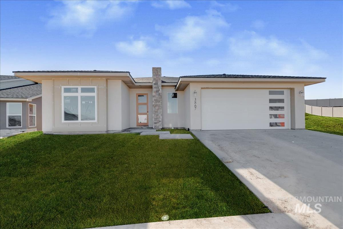 Spectacular single level build by Canyon Crest Homes. Hardwood floors throughout the home. Kitchen features island with sink and breakfast bar, stainless steel appliances with double ovens, custom cabinets and solid granite counter tops. Large great room with ceiling treatments and gas fireplace. Spacious master featuring dual vanities, soaker tub, full tile shower and large walk-in closet. Conveniently located 14x8 tech room off the entry.